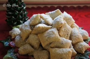 Natale in Abruzzo. I dolci immancabili su tutte le tavole festive: i calcionetti.