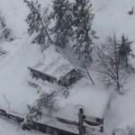 Il terremoto e le abbondanti nevicate mettono in ginocchio l'Abruzzo.